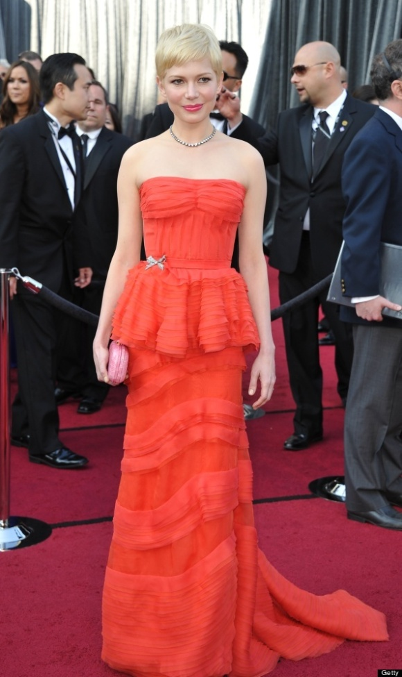 Michelle Williams in Louis Vuitton at the Oscars--so feminine and flirtatious. she looks absolutely stunning