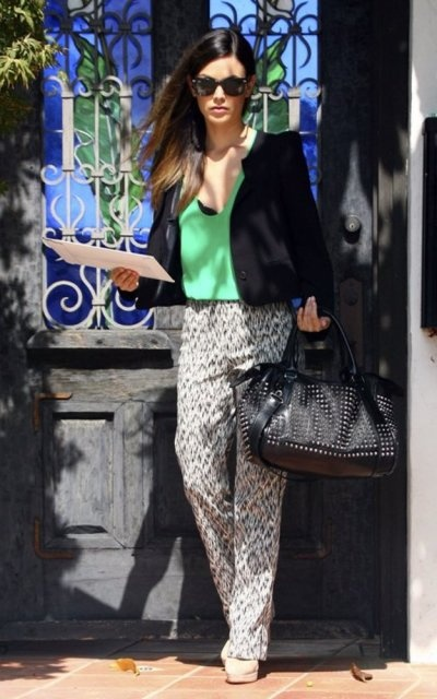 Rachel Bilson looking gorgeous in a subtle printed pant
